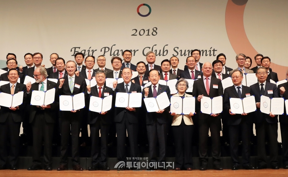 김형근 가스안전공사 사장은 국민신뢰 회복을 위해 서울 그랜드 하얏트 호텔에서 열린 '페어플레이어클럽 반부패 서약식'에 참석, 반부패 경영을 다짐했다.